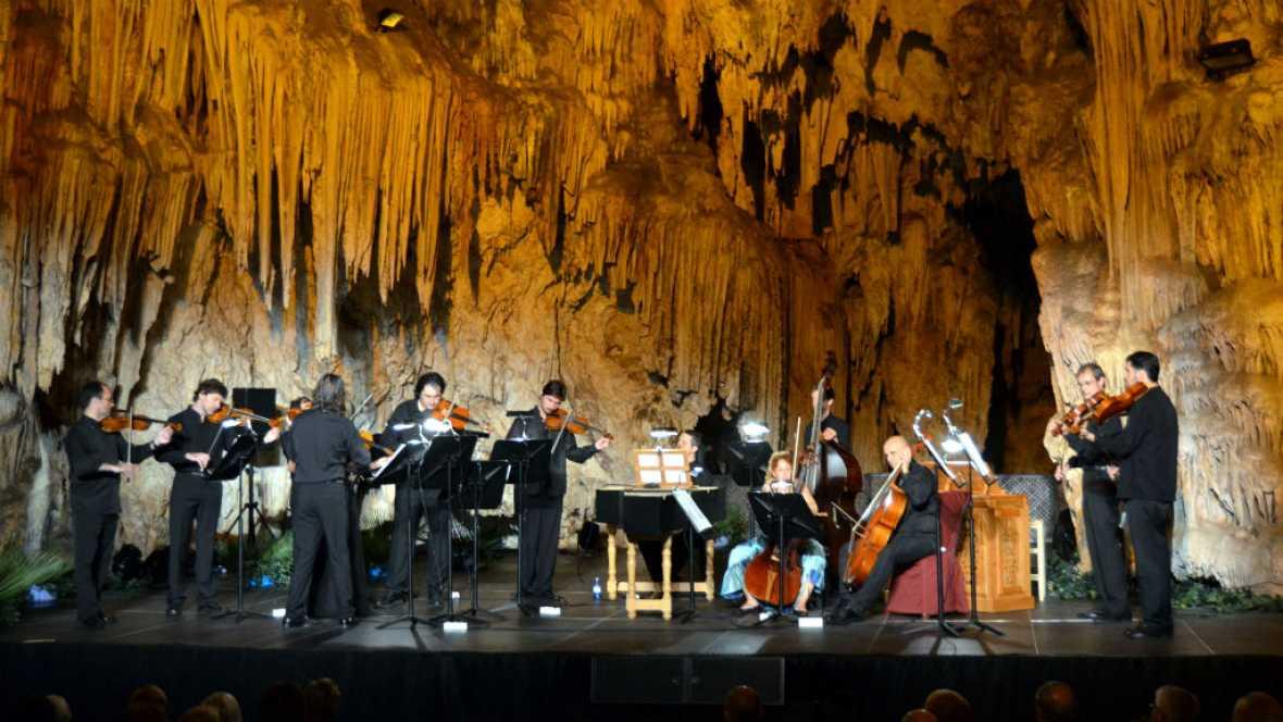 A compás - Cuevas de Nerja - 13/08/16