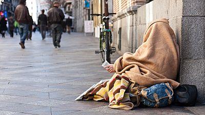 España vuelta y vuelta - Una nueva oportunidad para las personas que lo han perdido todo - Escuchar ahora