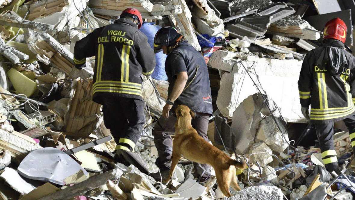Diario de las 2 - Italia sigue buscando supervivientes tras el terrible terremoto - Escuchar ahora