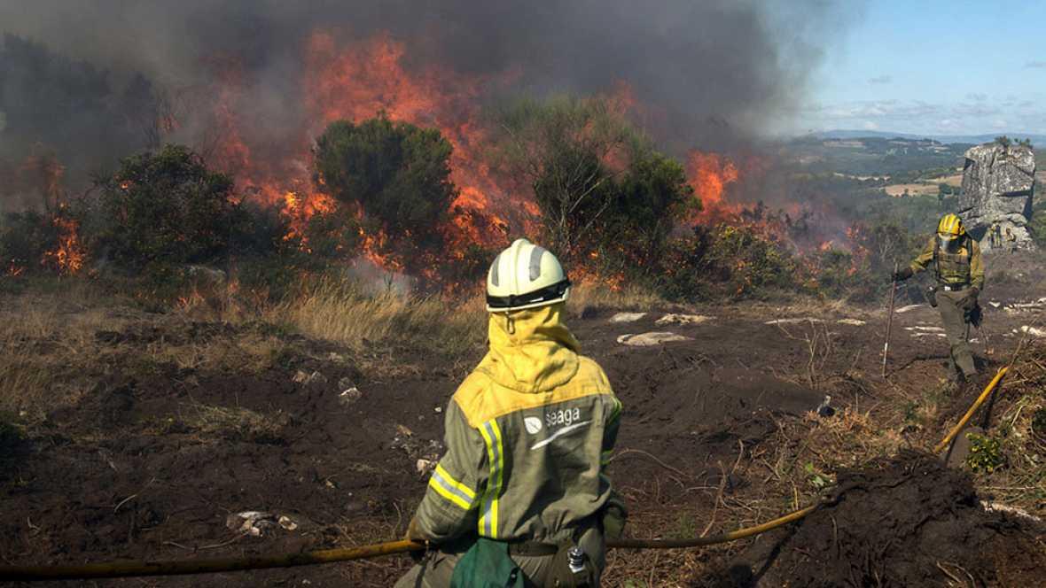 España vuelta y vuelta - Casi un millar de incendios en España en lo que va de año - Escuchar ahora