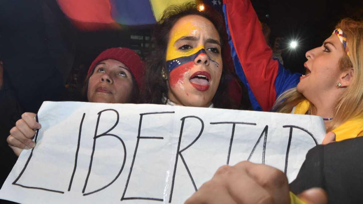 Las mañanas de RNE - Defensores y detractores de Maduro salen a la calle en Caracas - Escuchar ahora