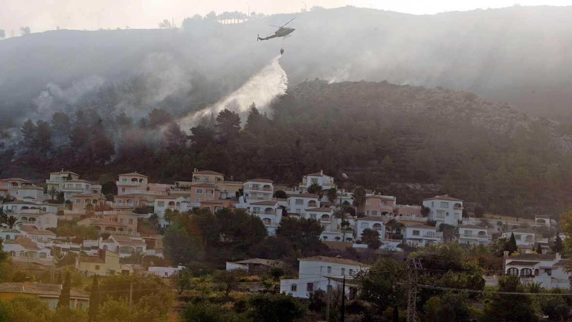 Boletines RNE - Un incendio en Jávea obliga a desalojar a cientos de vecinos - Escuchar ahora