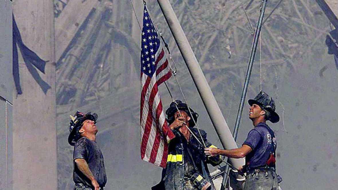 Boletines RNE - La bandera-icono del 11-S levantada por los bomberos recordará los atentados - Escuchar ahora
