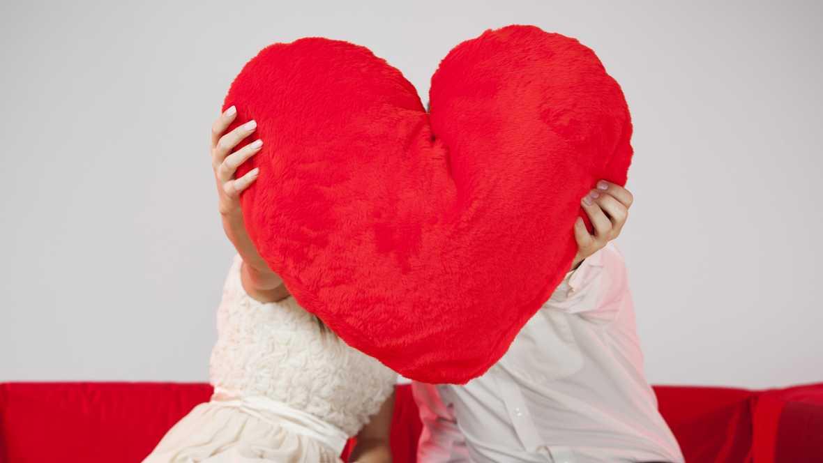 Punto de enlace en Radio 5 - Profesionalización del Love Coaching y las agencias de relaciones personales - 14/09716 - Escuchar ahora