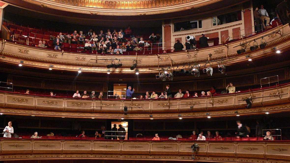 Documentos RNE - El Teatro de la Zarzuela, escenario de la vida lírica española - 17/09/16 - escuchar ahora