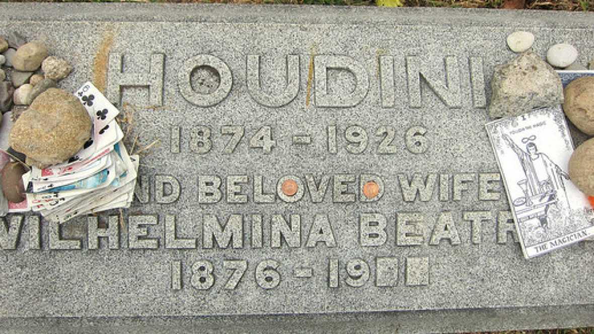 No es un día cualquiera - Houdini - Escuchar ahora
