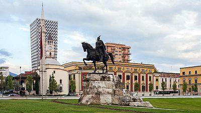 Nómadas - Tirana, una perfecta desconocida - 25/09/16 - escuchar ahora