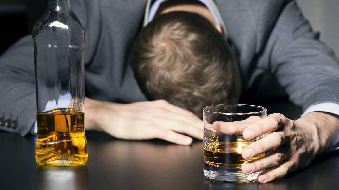 Vademécum en Radio 5 - Los otros riesgos del alcohol - 27/09/16 - Escuchar ahora