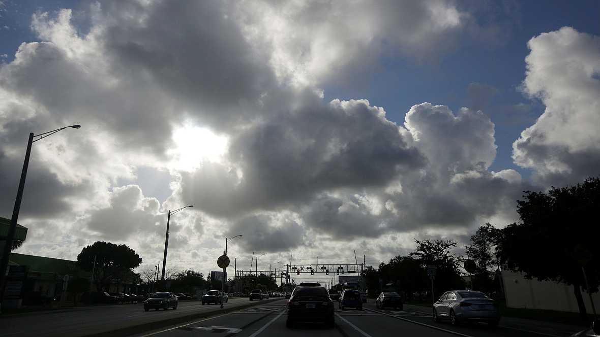 Las mañanas de RNE - Estados Unidos preparado para recibir el embate del huracán Matthew - Escuchar ahora