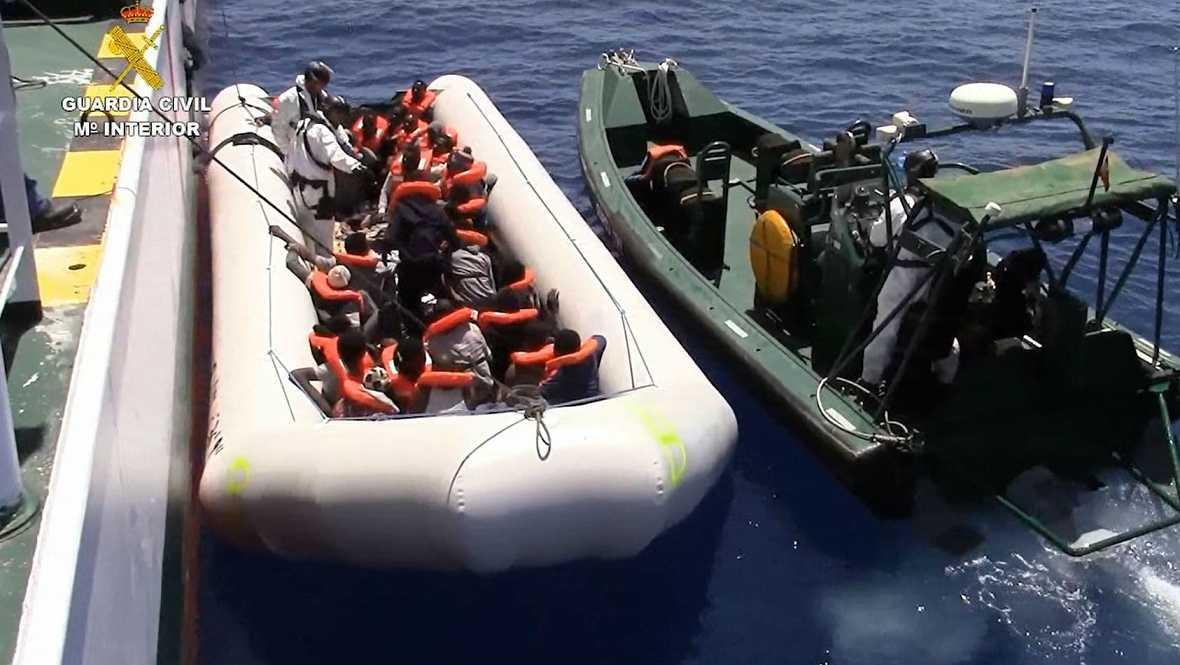 Radio 5 Actualidad - La Guardia Civil realiza su mayor rescate en el Mediterráneo - 06/10/16 - Escuchar ahora