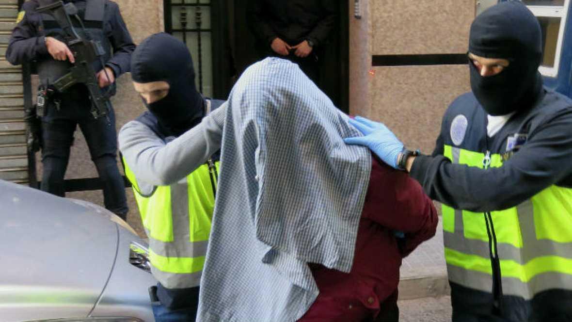 Boletines RNE - Dos detenidos en España en relación con el Estado Islámico - 11/10/16 - Escuchar ahora