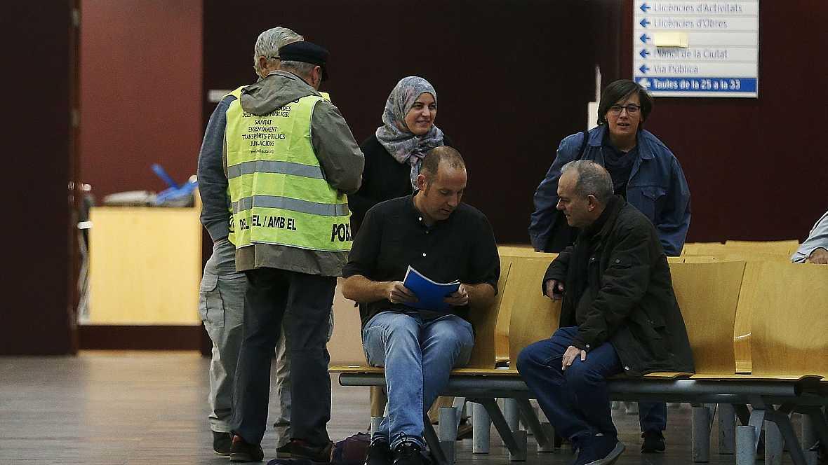 Diario de las 2 - El Ayuntamiento de Badalona abre sus puertas a pesar de la prohibición - Escuchar ahora
