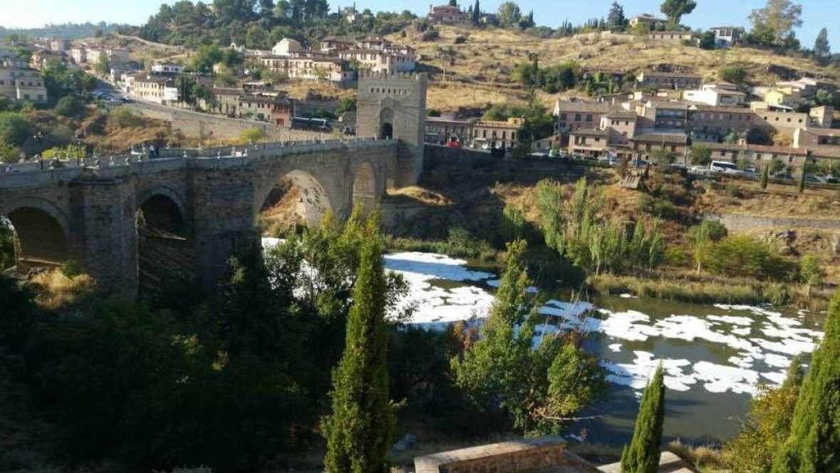Boletines RNE - Se investiga el origen de la espuma y el mal olor en el Tajo a su paso por Toledo - Escuchar ahora