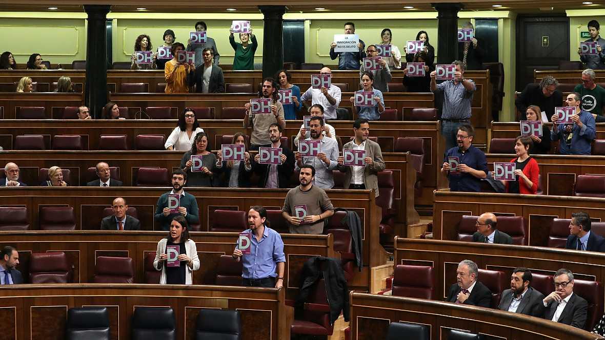 Radio 5 Actualidad - Podemos protagoniza una protesta en el Congreso por los CIES - 20/10/16 - Escuchar ahora