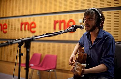 """Las mañanas de RNE - Xoel López interpreta en directo """"Antídoto"""" - Escuchar ahora"""