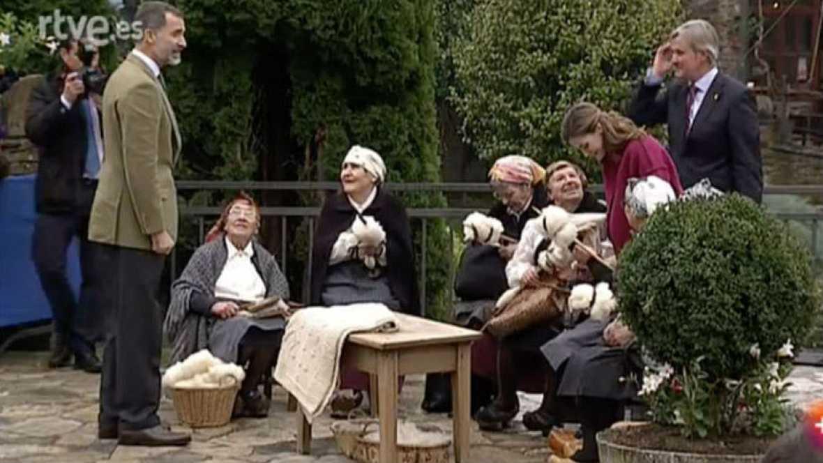 Informativos fin de semana - 14 horas - La comarca asturiana de Los Oscos se vuelca con Felipe y Letizia - Escuchar ahora