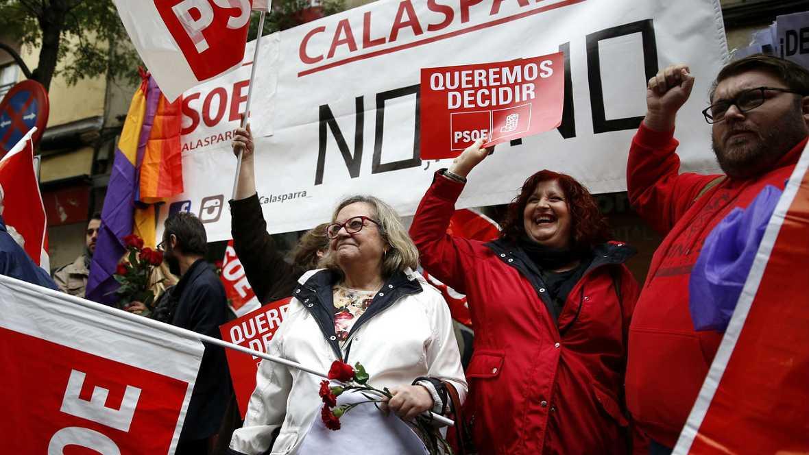 La militancia pide el NO a Rajoy en Ferraz - Escuchar ahora