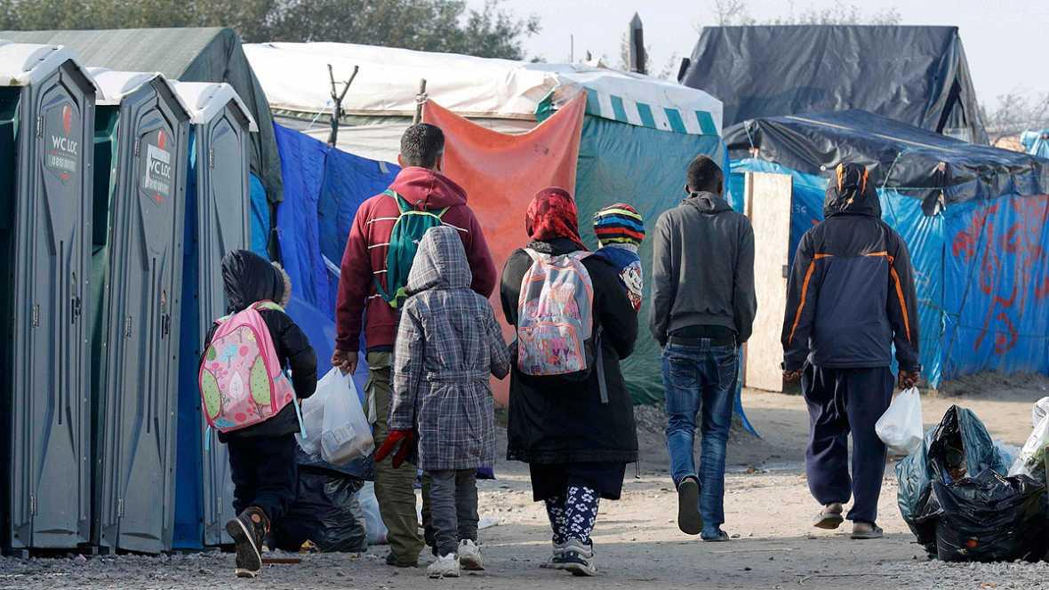 Cientos de niños corren el riesgo de caer en manos de las mafias por el desalojado de Calais
