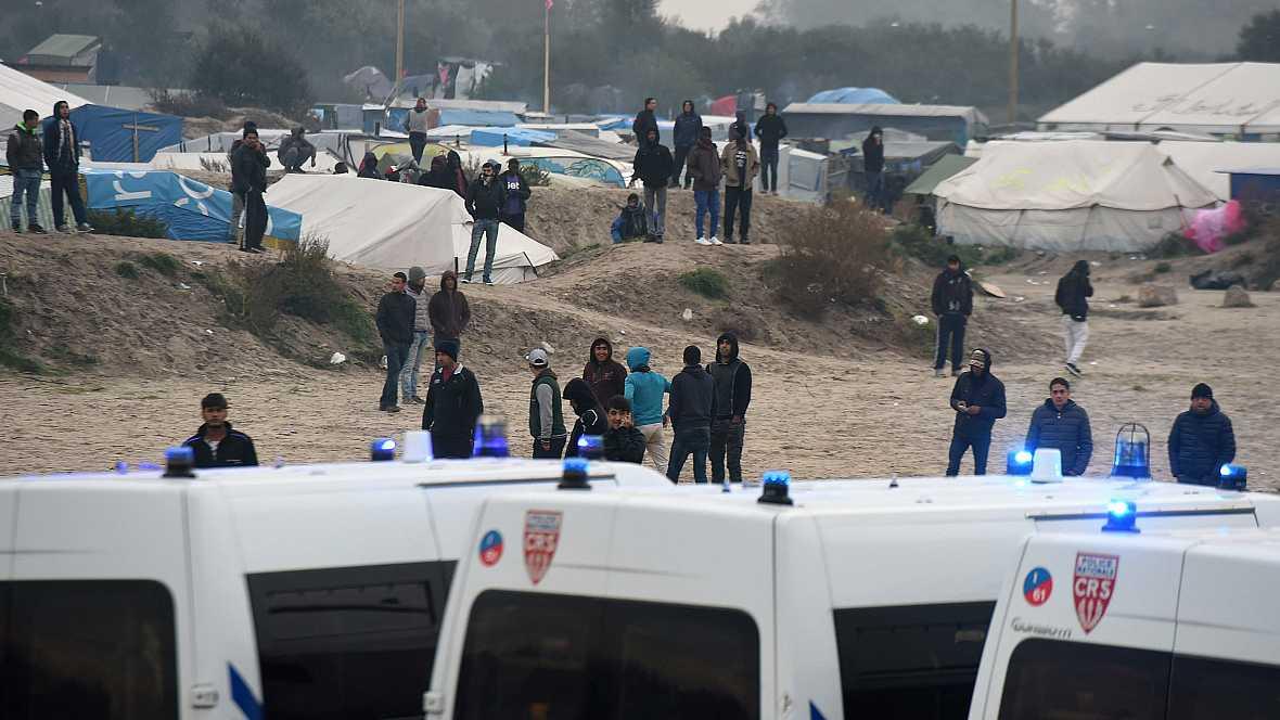 Las mañanas de RNE - Comienza el desalojo del campamento de migrantes de Calais - Escuchar ahora