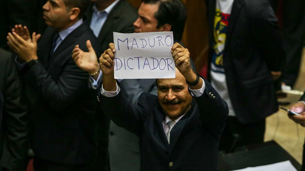 Las mañanas de RNE - Un grupo de chavistas irrumpe en el Parlamento de Venezuela - Escuchar ahora