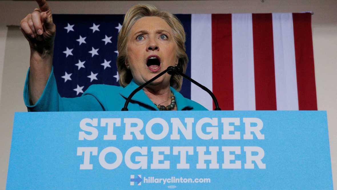 Clinton arremete contra el FBI por sus correos - Escuchar ahora