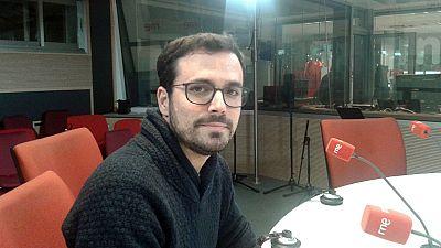 """24 horas - Alberto Garzón (IU): """"El motín oligárquico en el PSOE se ha reflejado en el CIS""""- 07/11/16 - Escuchar ahora"""