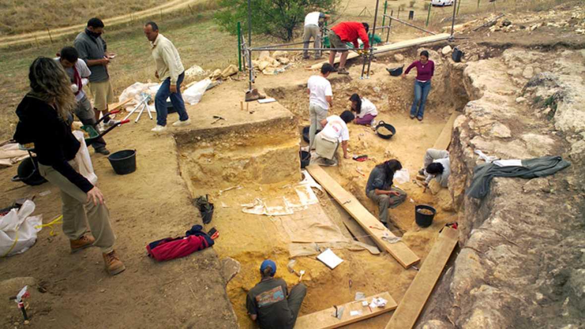 A hombros de gigantes - El santuario neandertal de Pinilla del Valle - 14/11/16 - Escuchar ahora