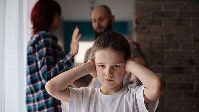 En primera persona - Hay que escuchar a los menores víctimas directas de la violencia de género - 06/12/16 - Escuchar ahora