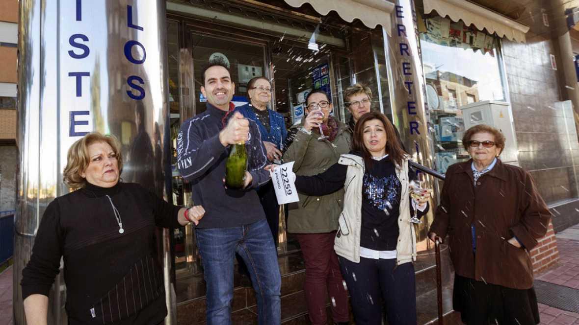 Las mañanas de RNE - La administración número tres de Manises, Valencia, vende una serie del quinto premio, 22.259 - Escuchar ahora