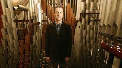 El organista Oscar Candendo en 'La dársena'