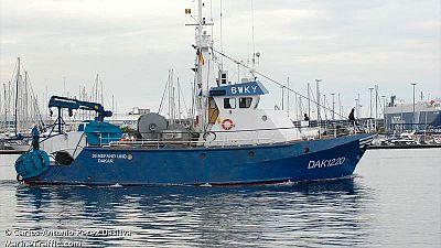 Buscan a tres tripulantes tras hundirse un barco gallego en Senegal