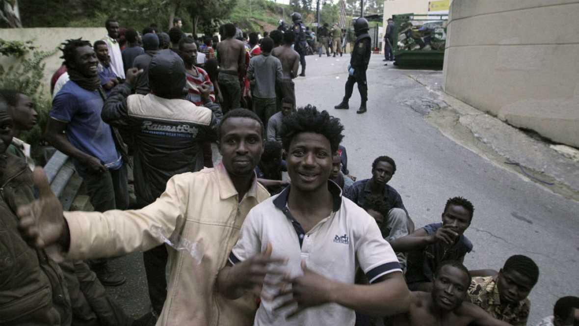 Cerca de 500 subsaharianos logran entrar en Ceuta  - Escuchar ahora