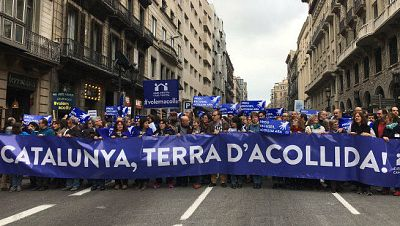 Masiva asistencia a la manifestación pro acogida de refugiados - Escuchar ahora