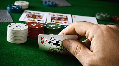Las mañanas de RNE - 'Jugar bien tus cartas', cómo aplicar la estrategia del póker a la vida - Escuchar ahora