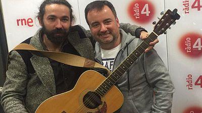 Metròpoli - Entrevista amb el cantant i compositor Julián Maeso. Secció 'Retrozapping'