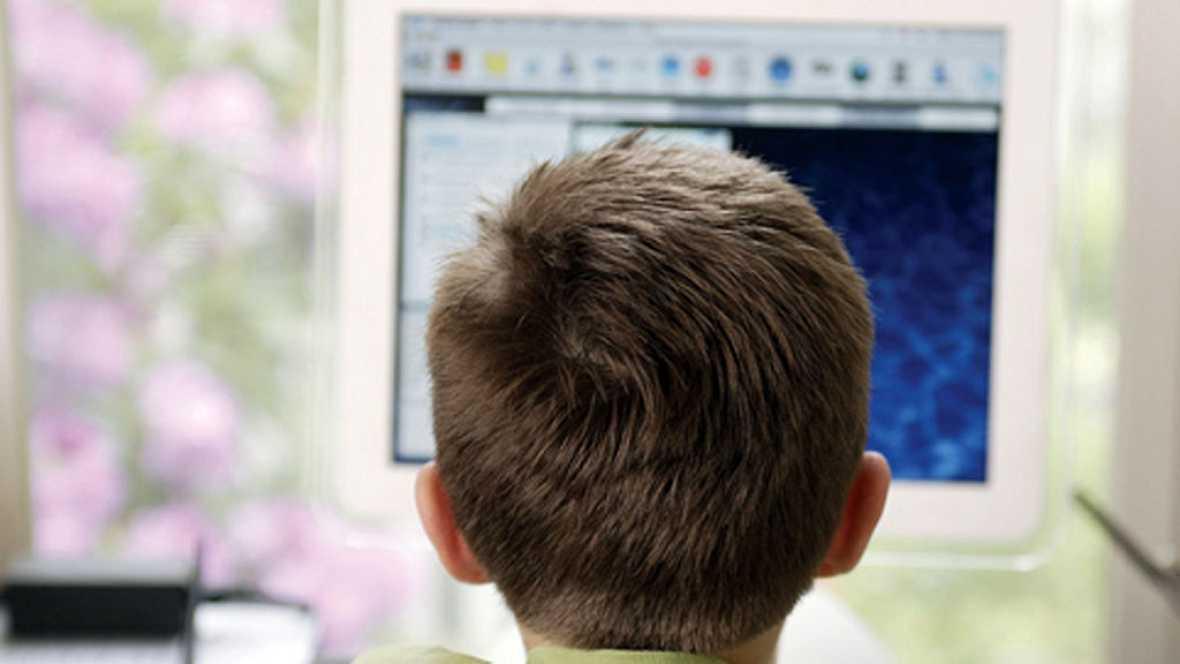 España vuelta y vuelta - 'A salvo en la red': educar a los hijos en internet - Escuchar ahora