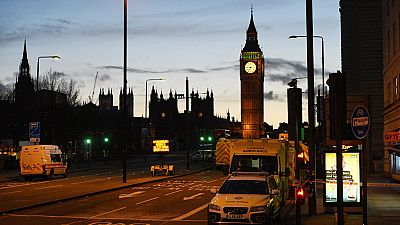 Las mañanas de RNE - Siete detenidos tras diferentes operaciones en Inglaterra - Escuchar ahora