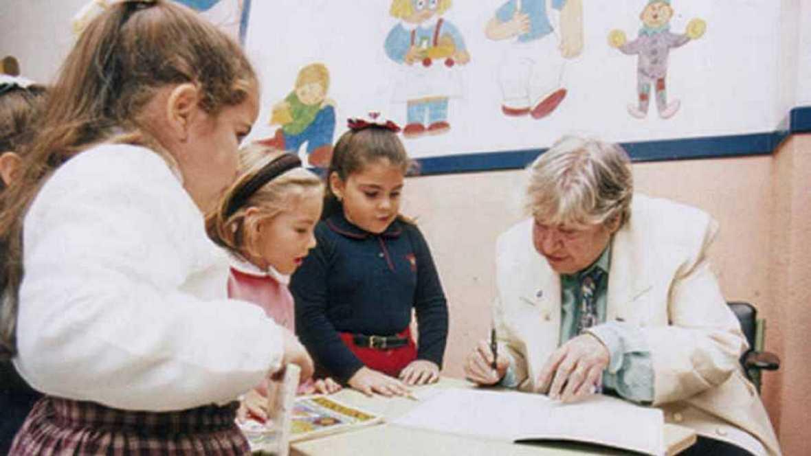 Biblioteca básica - Centenario de Gloria Fuertes - 26/03/17 -  Escuchar ahora