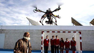 Amigos de Radio Exterior de España - En clase de drones - escuchar ahora