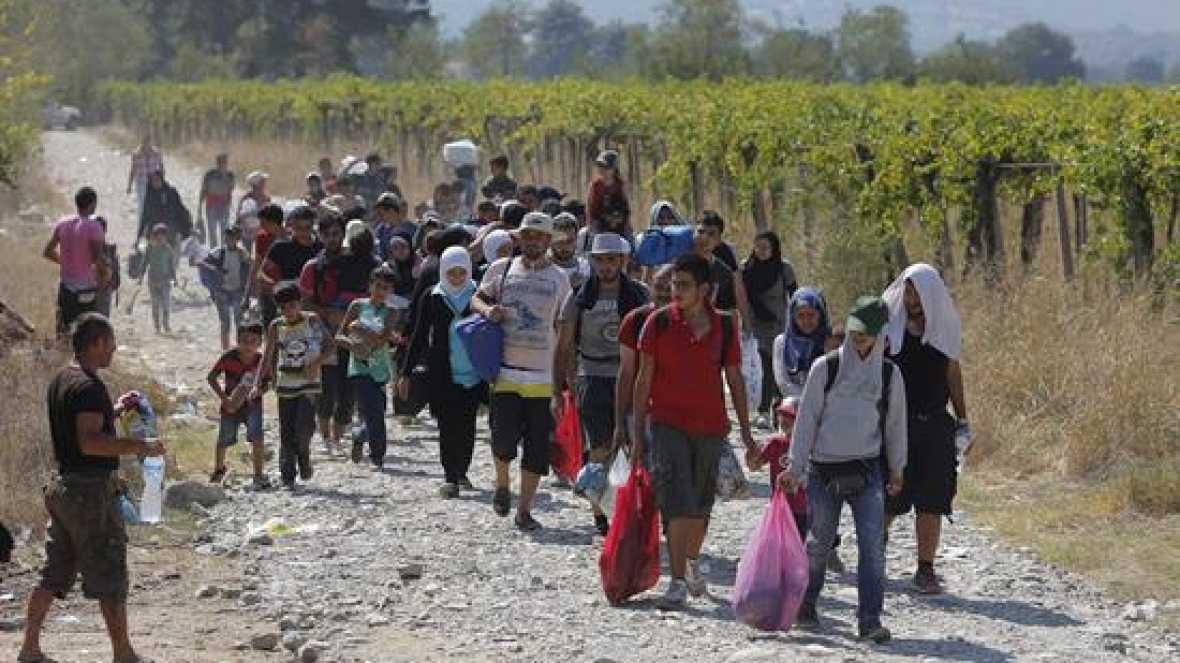 Europa abierta - La crisis de los refugiados exige una respuesta conjunta de la UE que brilla por su ausencia - escuchar ahora