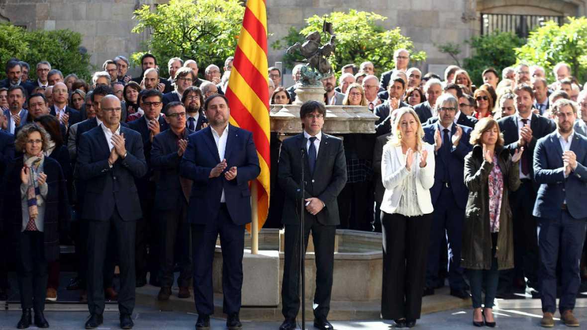 Boletines RNE - El Govern firma un manifiesto de compromiso con el referéndum - 21/04/17 - Escuchar ahora