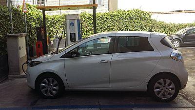 Reportajes en R5 - Doce mil coches eléctricos circulando en España - 11/05/17 - Escuchar ahora