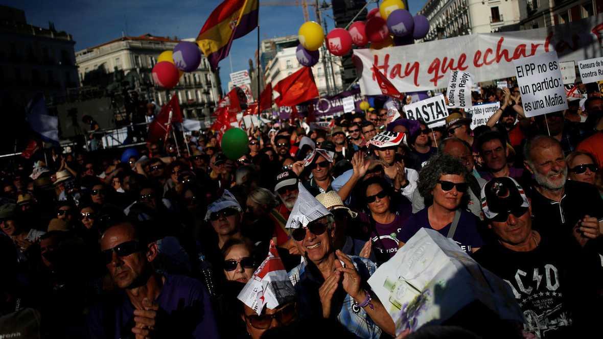 Informativos fin de semana 24 horas miles de personas for Puerta del sol en directo ahora