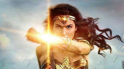 De película en Radio 5 - Nos hacemos un Selfie con 'Wonder Woman' y aprendemos a escribir 'Hostia con hache' - 23/06/17 - Escuchar ahora