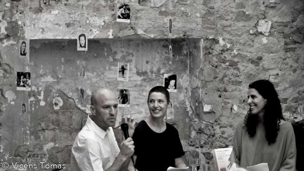 Llibres, píxels i valors - Tresor fotogràfic d'un pioner. Editorial Les Hores i Kristina Sandberg 'La vida a qualsevol preu'