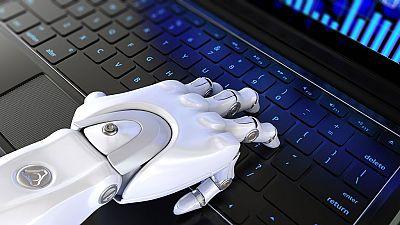 La noche en vela - Tertulia - ¿Amenazan los robots nuestros puestos de trabajo? - Escuchar ahora