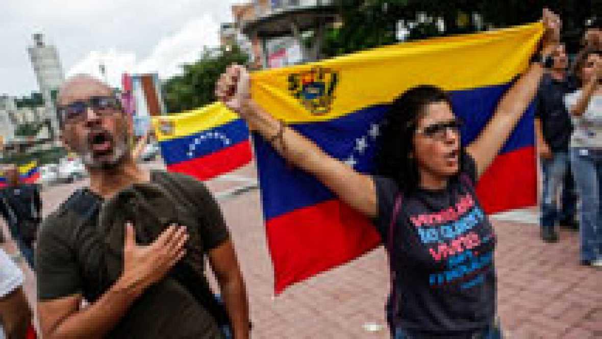 La oposición venezolana defiende la consulta popular y llama a la desobediencia civil contra Maduro