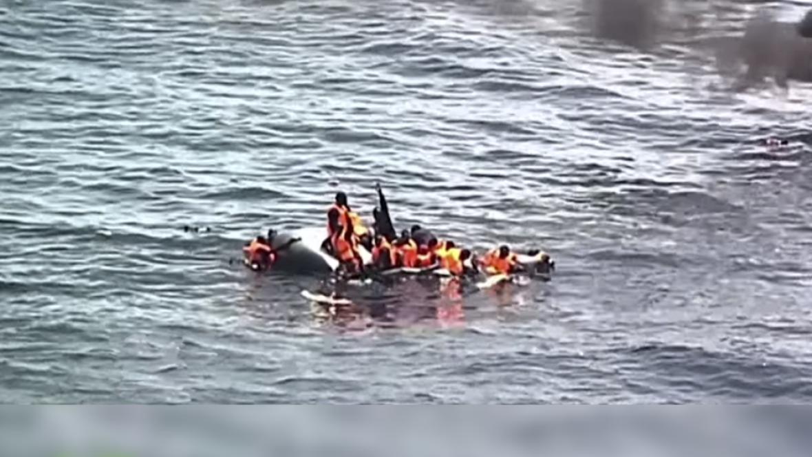 Radio 5 Actualidad - 300 inmigrantes han sido obligados a saltar al mar en Yemen - 11/08/17 - Escuchar ahora