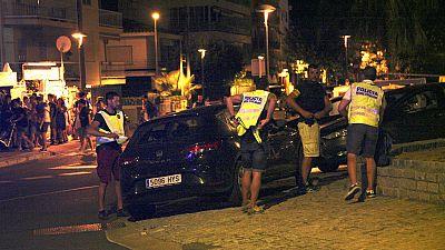 Las mañanas de RNE - Cinco terroristas abatidos en Cambrils tras arrollar a seis personas - Escuchar ahora