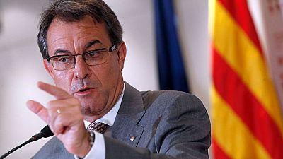 Las mañanas de RNE - Mas confía en la solidaridad ciudadana para hacer frente a los cinco millones de euros por el 9-N - Escuchar ahora